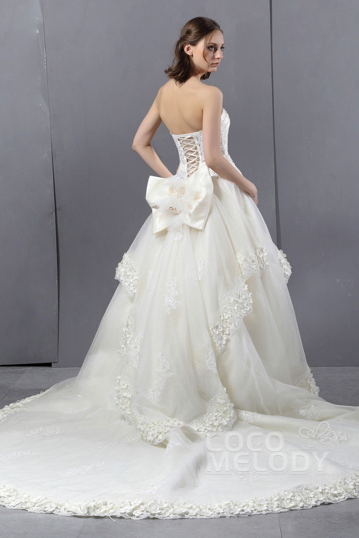 Graceful Ball Gown Sweetheart Chapel Train Tulle Wedding Dress CWLT13007 #weddingdress #cocomelody