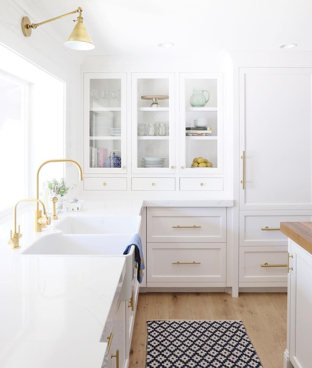 White + Gold kitchen | Kitchens | Pinterest | Gold kitchen, White ...