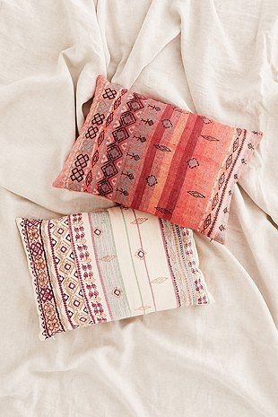 Summer Bedroom Style Or Beachhouse Cute Cushions Click For More