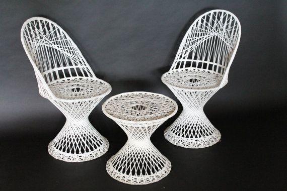 Russel Woodard Spun Fibergl 2 Patio Chairs 1 By Vintagelampden