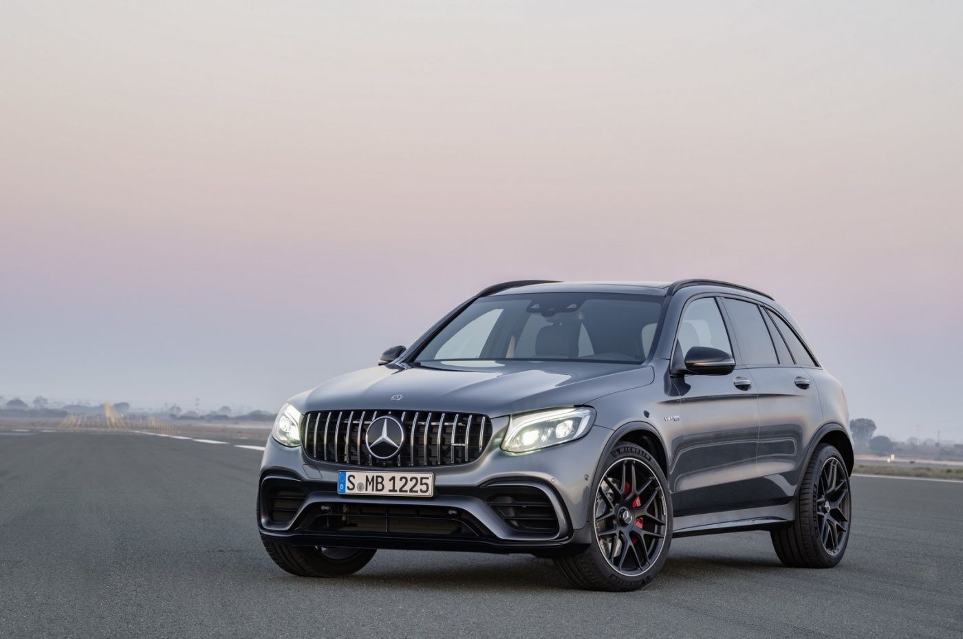 Mercedes Amg Glc 63 Your Mirror Will Shudder Mercedes Suv
