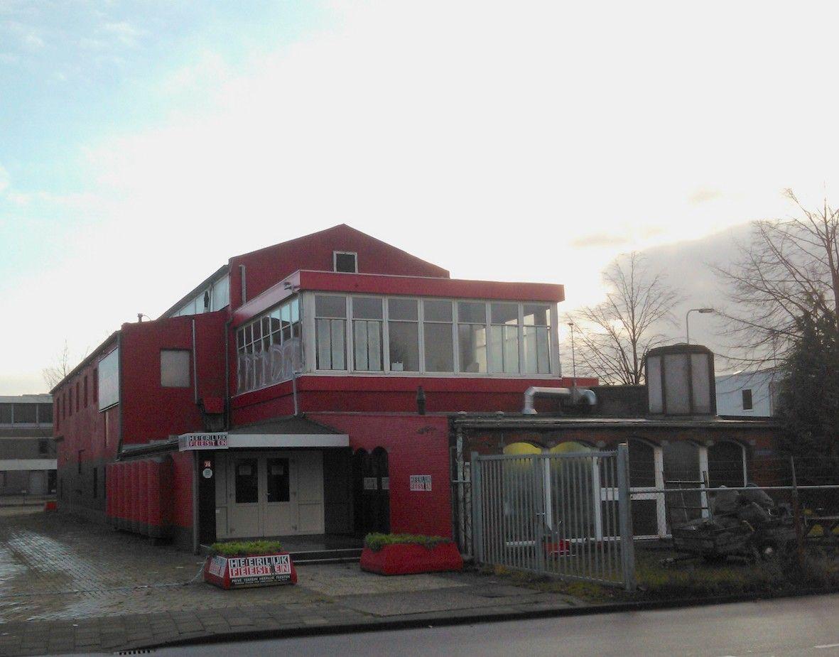 Vlampijpstraat 74-76 Utrecht - vm ontspanningsgebouw uit 1936 voor de medewerkers en familie van Werkspoor, met tevens een vm lokaal voor de bedrijfsarts. Het ontspanningsgebouw voorzag in een grote behoefte, voordien werden vaak kantines gebruikt, de toegang was voor de poort. In 2012 is de schoorsteen gesloopt wegens bouwvalligheid, helaas heeft de eigenaar de speciale stenen afgevoerd. Het pand is nu in gebruik als zalencentrum en als een verenigingsgebouw.