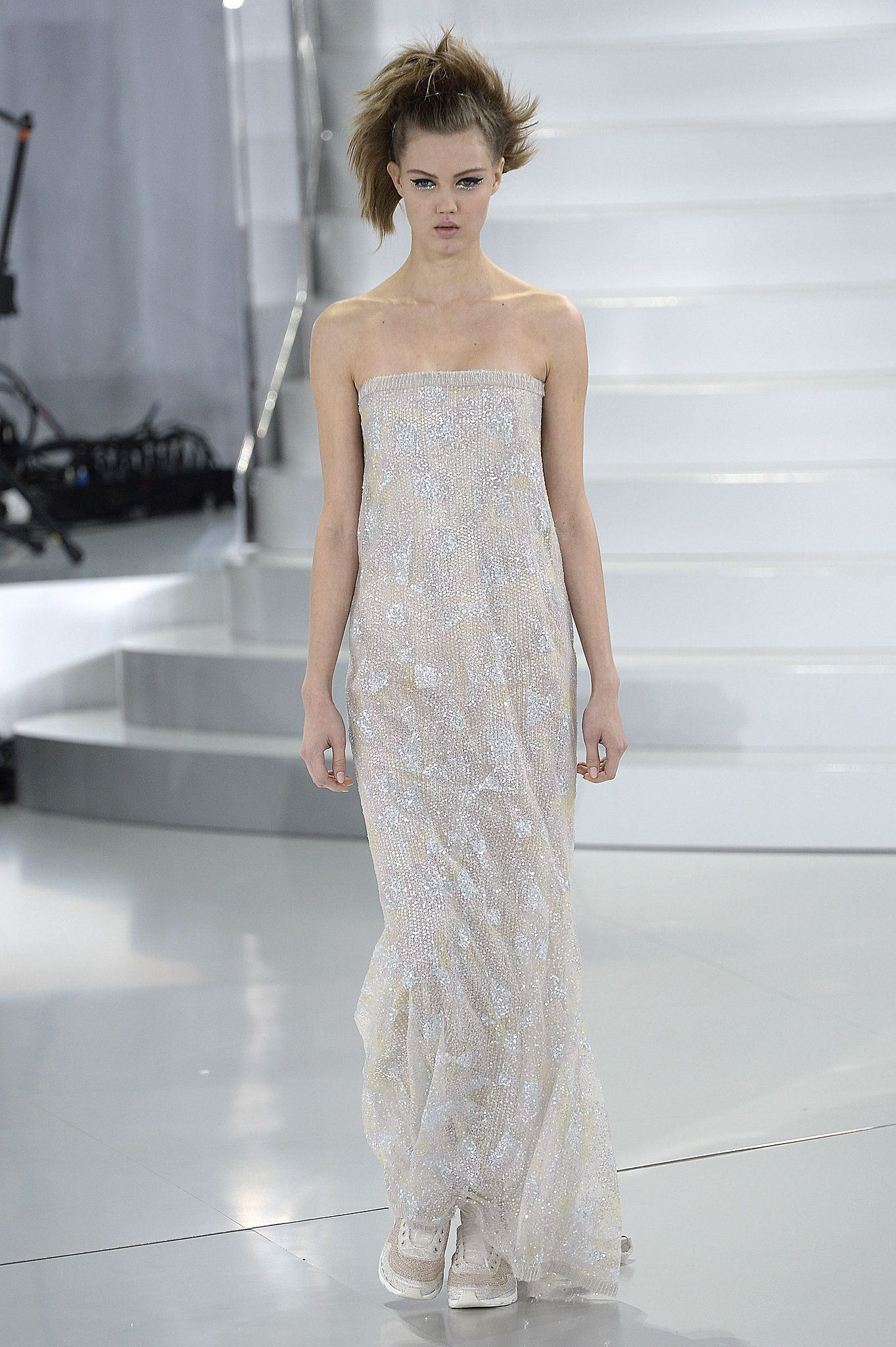 Anne Hathaway: Chanel Haute Couture Spring 2014 | Burka,hijab ...