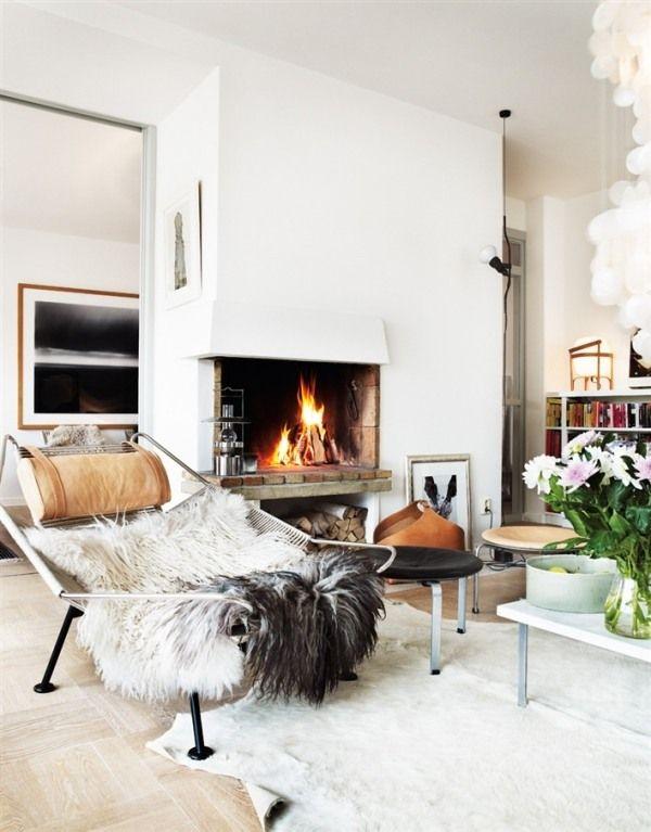 Kamin Ofen Winter Einrichten-Sitzecke gemütliche-Überwürfe Fell - einrichtungstipps wohnzimmer gemutlich