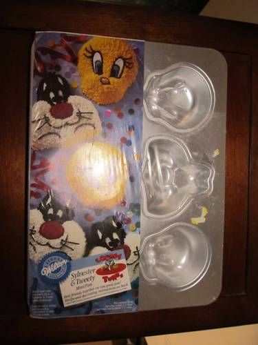 NEW Wilton Sylvester and Tweety mini cake pan - still in the shrink wrap.