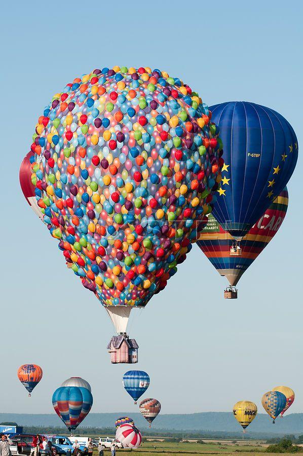 Disney 39 s creative hot air balloon recreates up house hot for Housse ballon yoga