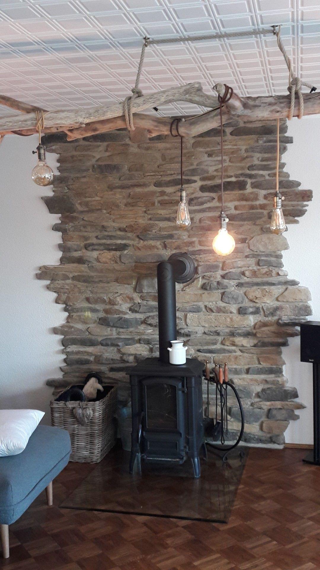 Charmant #landhaus #steinwand #wohnzimmer #gemütlich