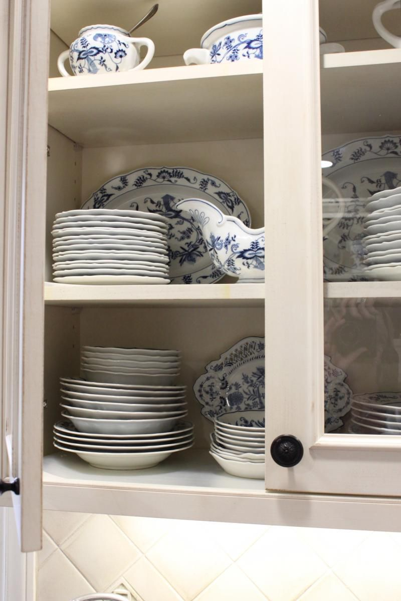 Kitchen Cabinet Detail Cultivate Display The Blue Danube China With Gl Doors Cultivateit