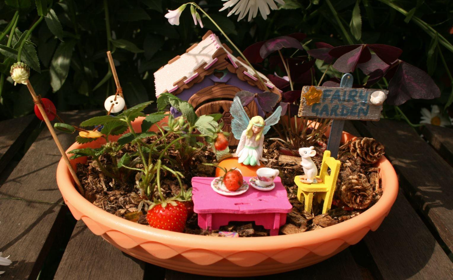Fairy tea party in My Fairy Garden from Interplay   My Fairy Garden ...