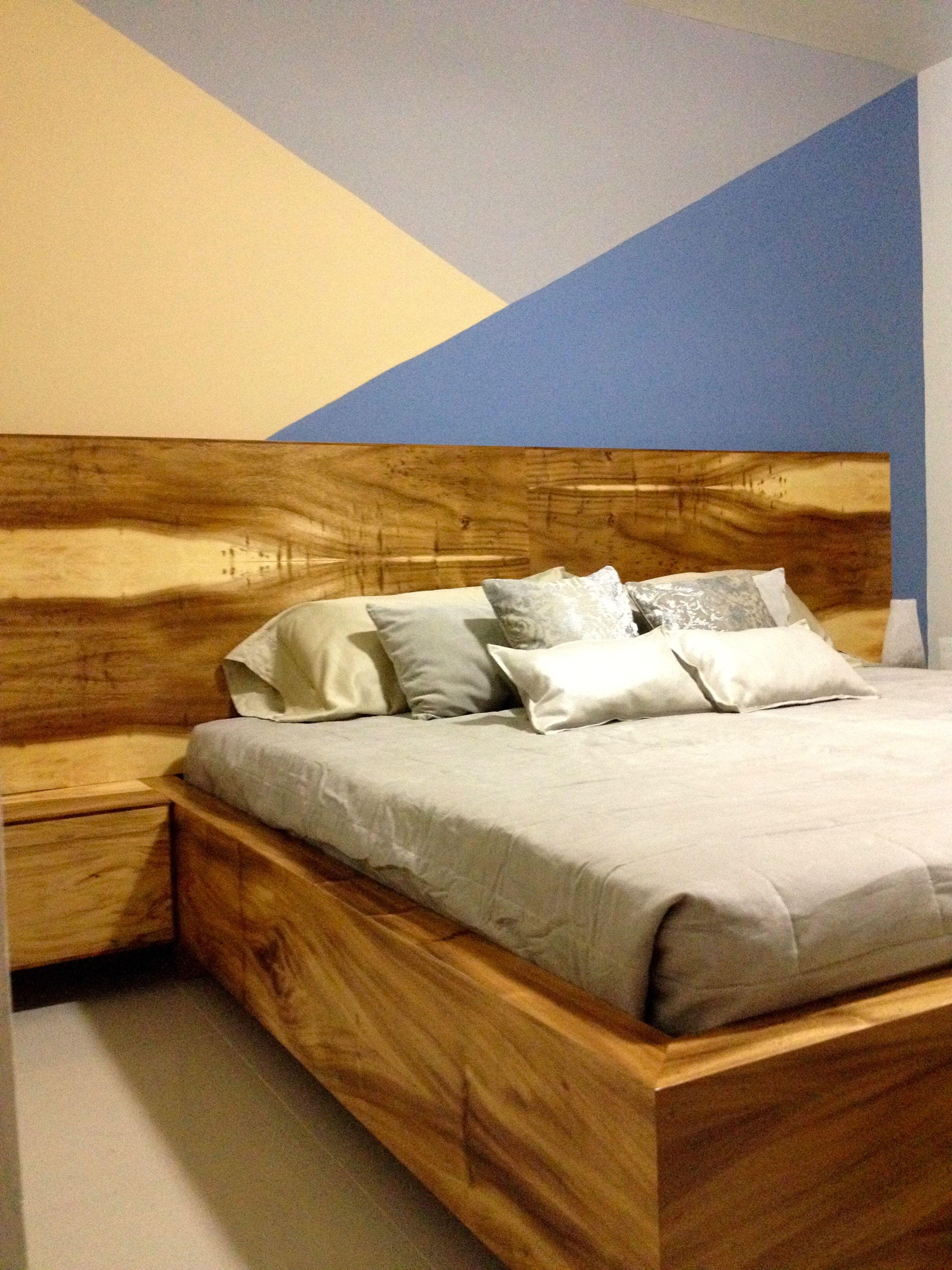 recamara principal hecha de madera de parota. la pintura del muro ...