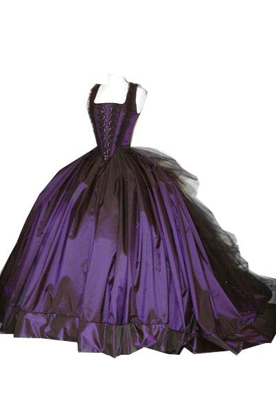 Purple Gothic Wedding Dress Google Zoeken Gothic Wedding