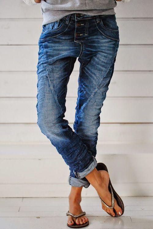 ae711dfb8ac8 How to wear boyfriend jeans. source  pinterest.com via  biskopsgarden.blogspot.nl