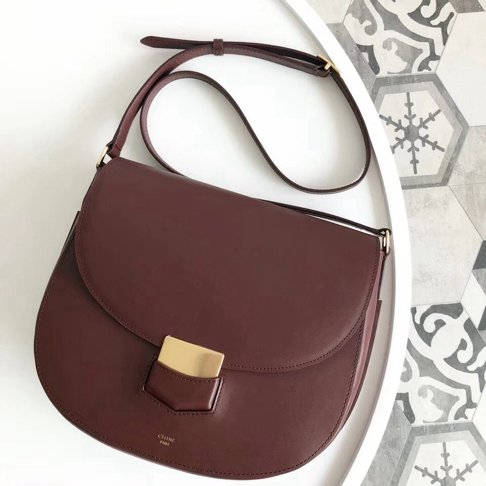 052eff458d Celine Medium Trotteur Bag in Smooth Calfskin Burgundy 2018