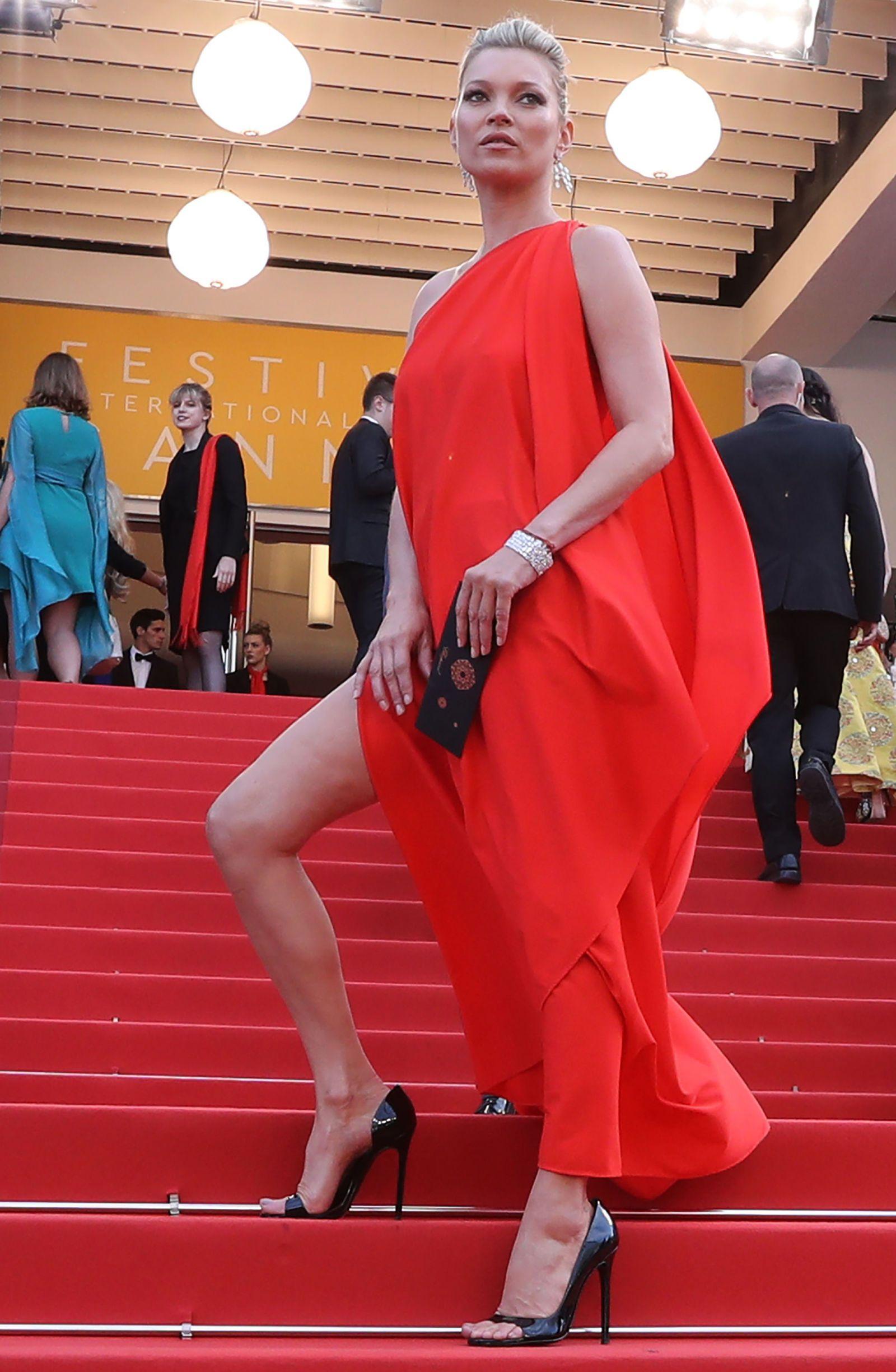 robe corail longue asymétrique avec fente Kate Moss