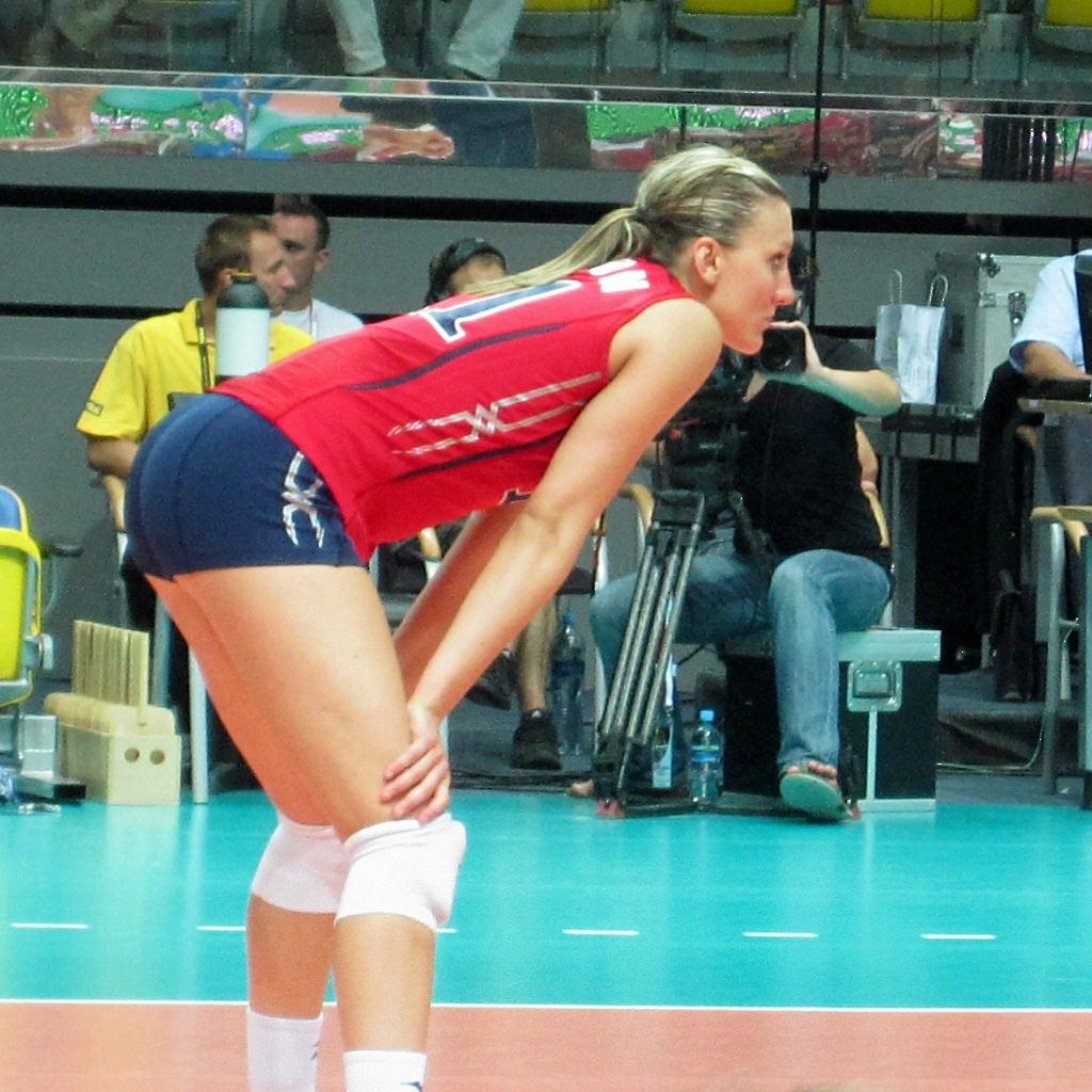 Pin By Jason Remigio Iii On Jordan Larson Female Volleyball Players Women Volleyball Volleyball Players