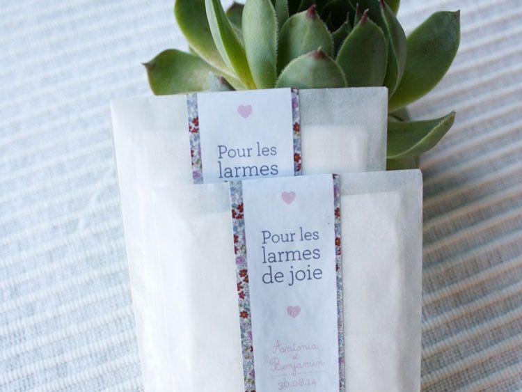Découvrez le Portfolio de Crème de Papier avec sticker pour les larmes de joie.