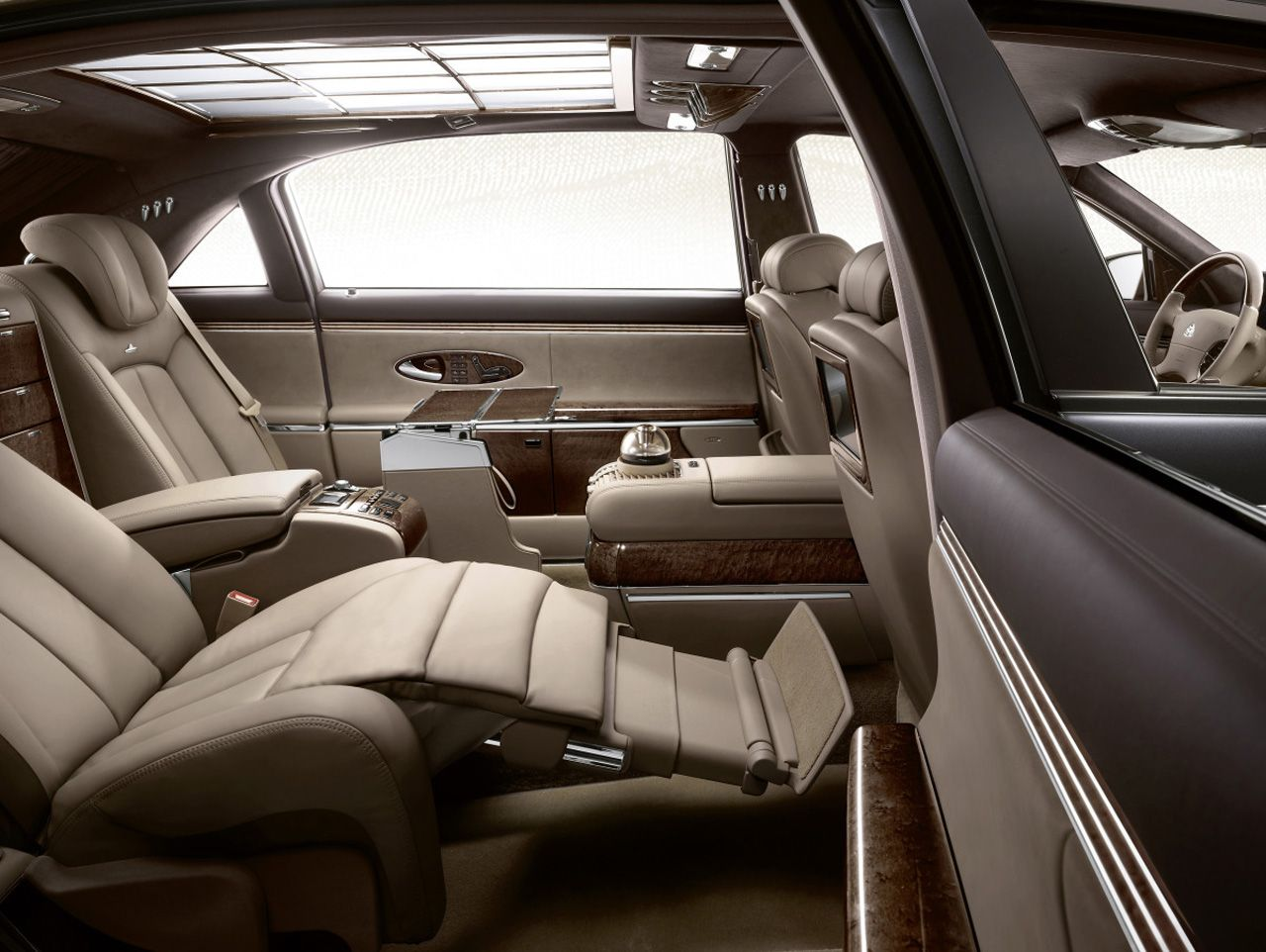 Whats The Big Deal About Maybach? They Donu0027t Even Look That Great On The  Outside For However Maybach Is About Luxury And Comfort, Not Posing. Check  Out The ...