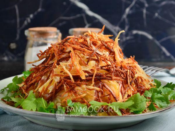 Салат «Муравейник» с картофелем фри — рецепт с фото ...