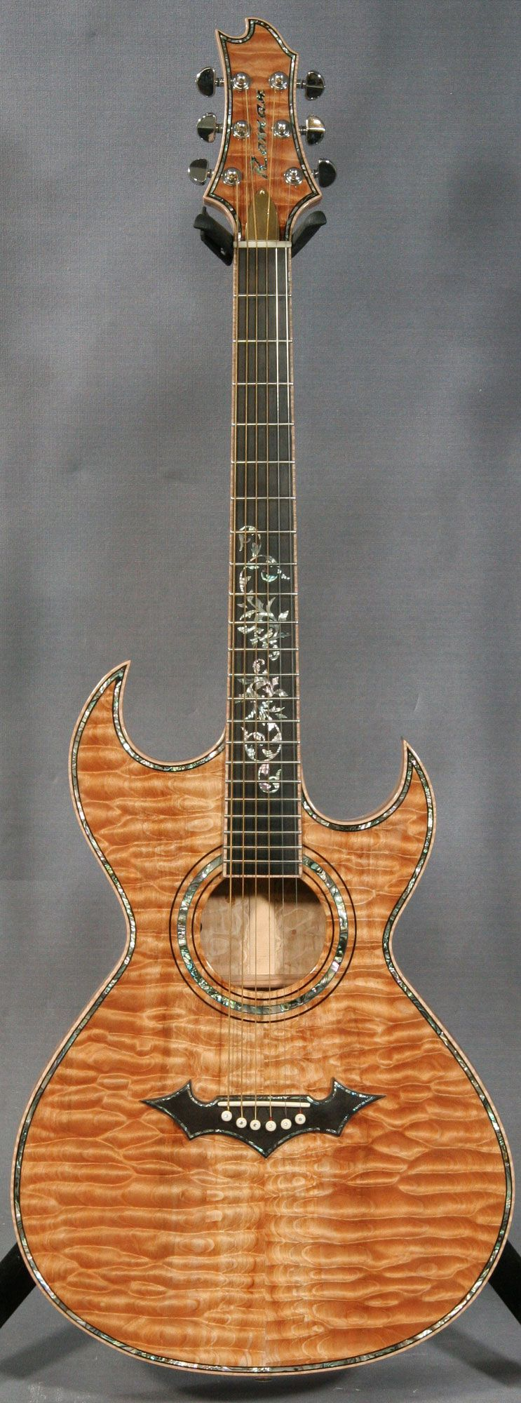 roman custom acoustic slim double cutaway guitar lords of the strings viol o instrumentos. Black Bedroom Furniture Sets. Home Design Ideas
