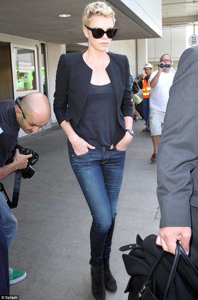 1cdeccd6ce29 Ready to take flight  Charlize Theron left New York City on Wednesday in a  black coat and wrapped scarf but arrived in Los Angeles hours later in a  lighter ...