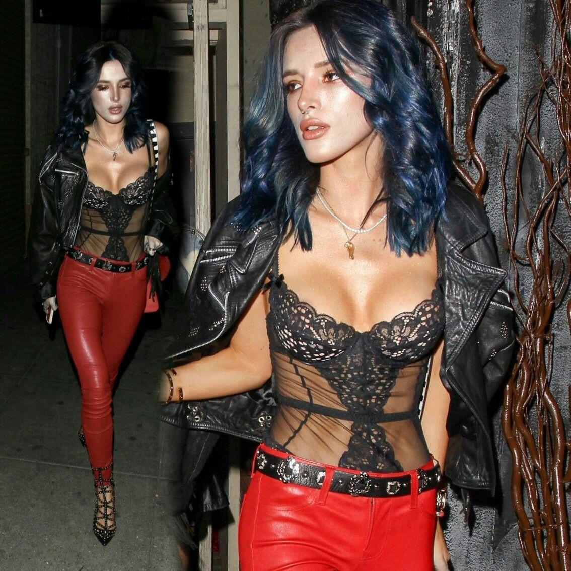 #BellaThorne debuting her new blue hair last night in downtown Los Angeles! • • • • • • • • • • • • • • • • • • • • • • • • • • • • • • #BellaThorne estréiando seu novo hair azul ontem à noite no centro de Los Ángeles!