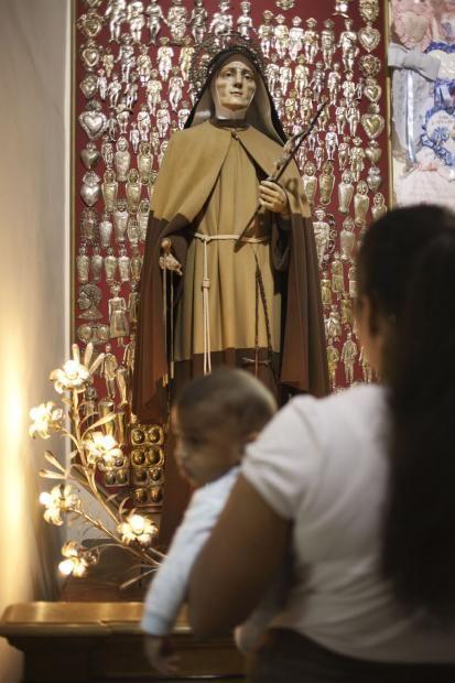 Ai Quartieri Spagnoli si festeggia Maria Francesca, santa della fertilità.