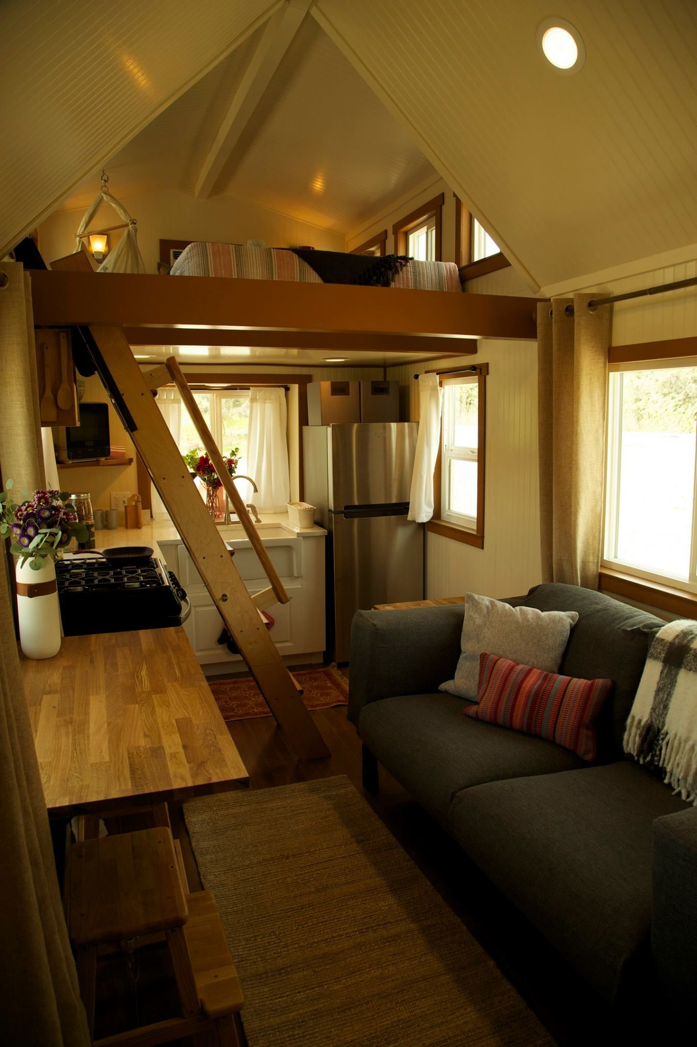 300 Sq Ft Incl Lofts Custom Craftsman On Wheels