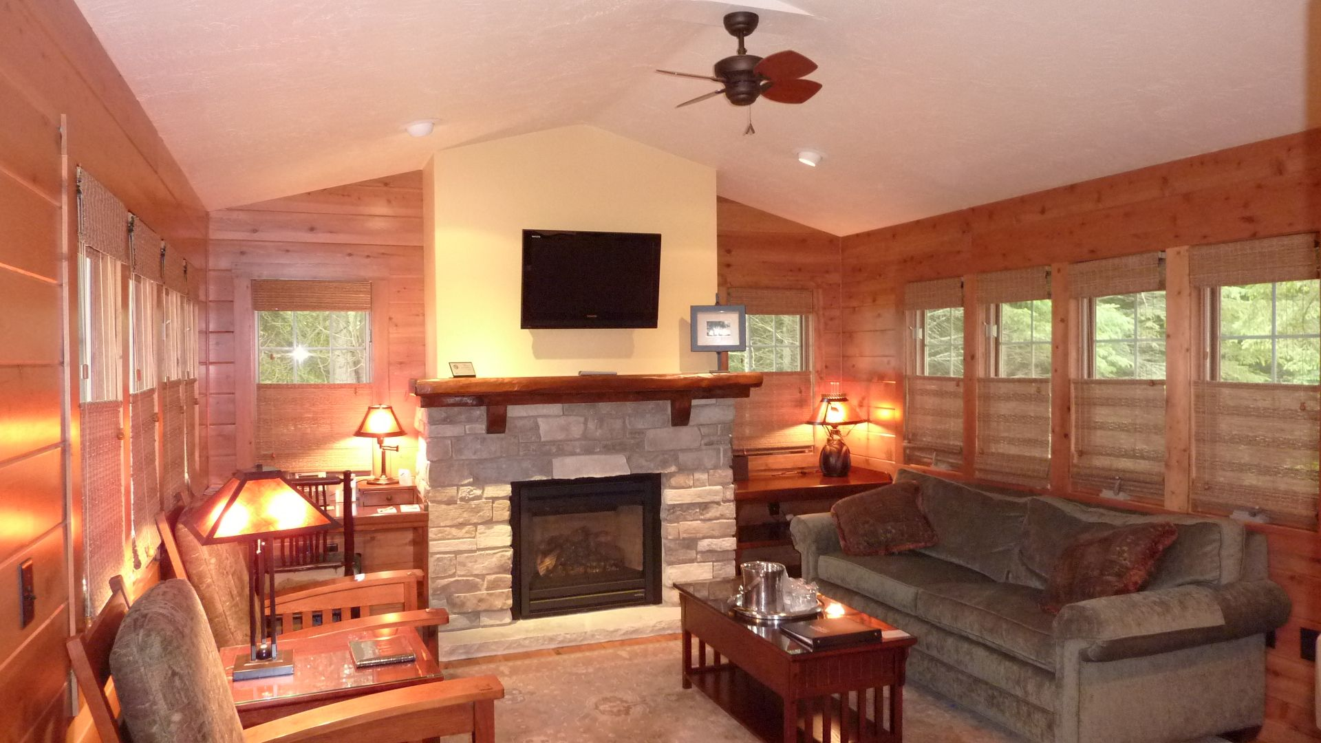 Comfy Honeymoon Suite -Walnut - Gordon Lodge in Door County Wisconsin - 920- & Comfy Honeymoon Suite -Walnut - Gordon Lodge in Door County ... pezcame.com