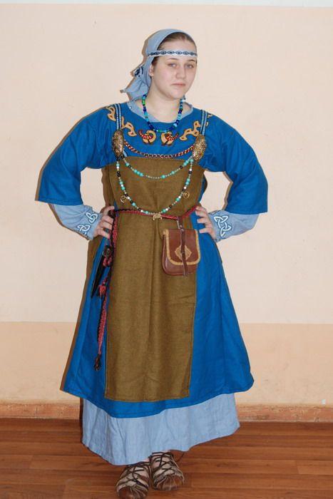 Порно с игрой в костюмах средневековья, пизда в варенье фото