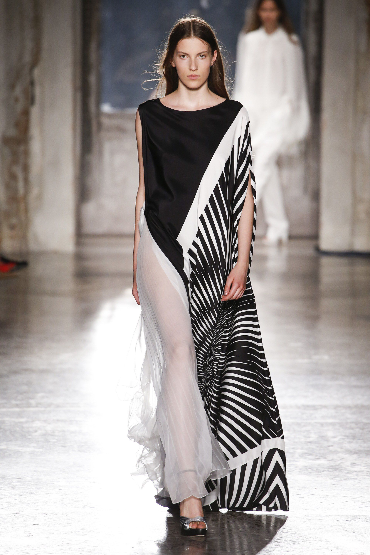 low priced 78662 d8434 Alberta Ferretti Limited Edition Fall 2018 Couture Fashion ...