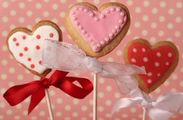Valentine's cookie lollies   http://www.goodtoknow.co.uk/recipes/531863/valentines-cookie-lollies