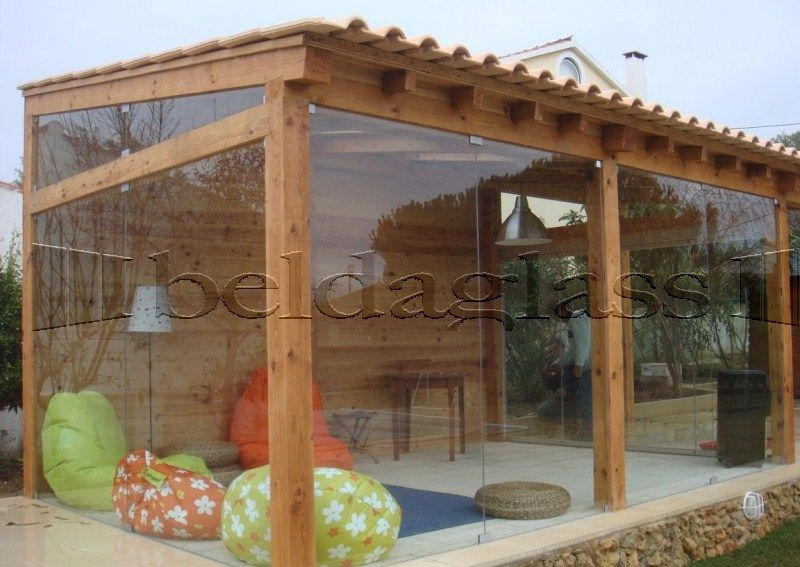 cerramiento de porche de madera con acristalado de cortinas de