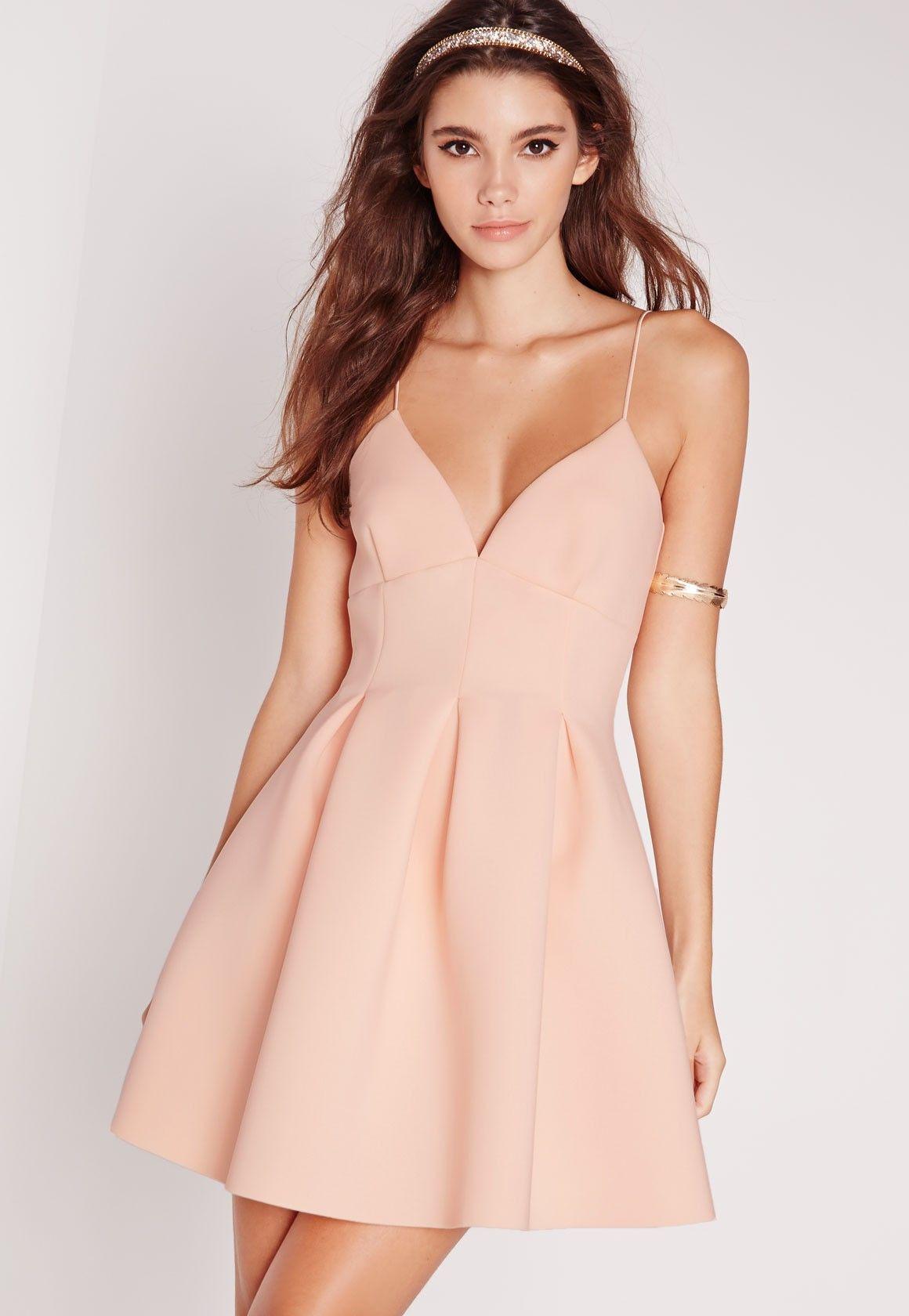 01942a738f4 Toutes les occasions sont bonnes pour porter cette superbe robe patineuse.  On en est totalement fans ! Décolleté plongeant