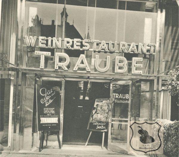 """Berlin,Eine Frontansicht des """"Weinrestaurant Traube"""". In"""