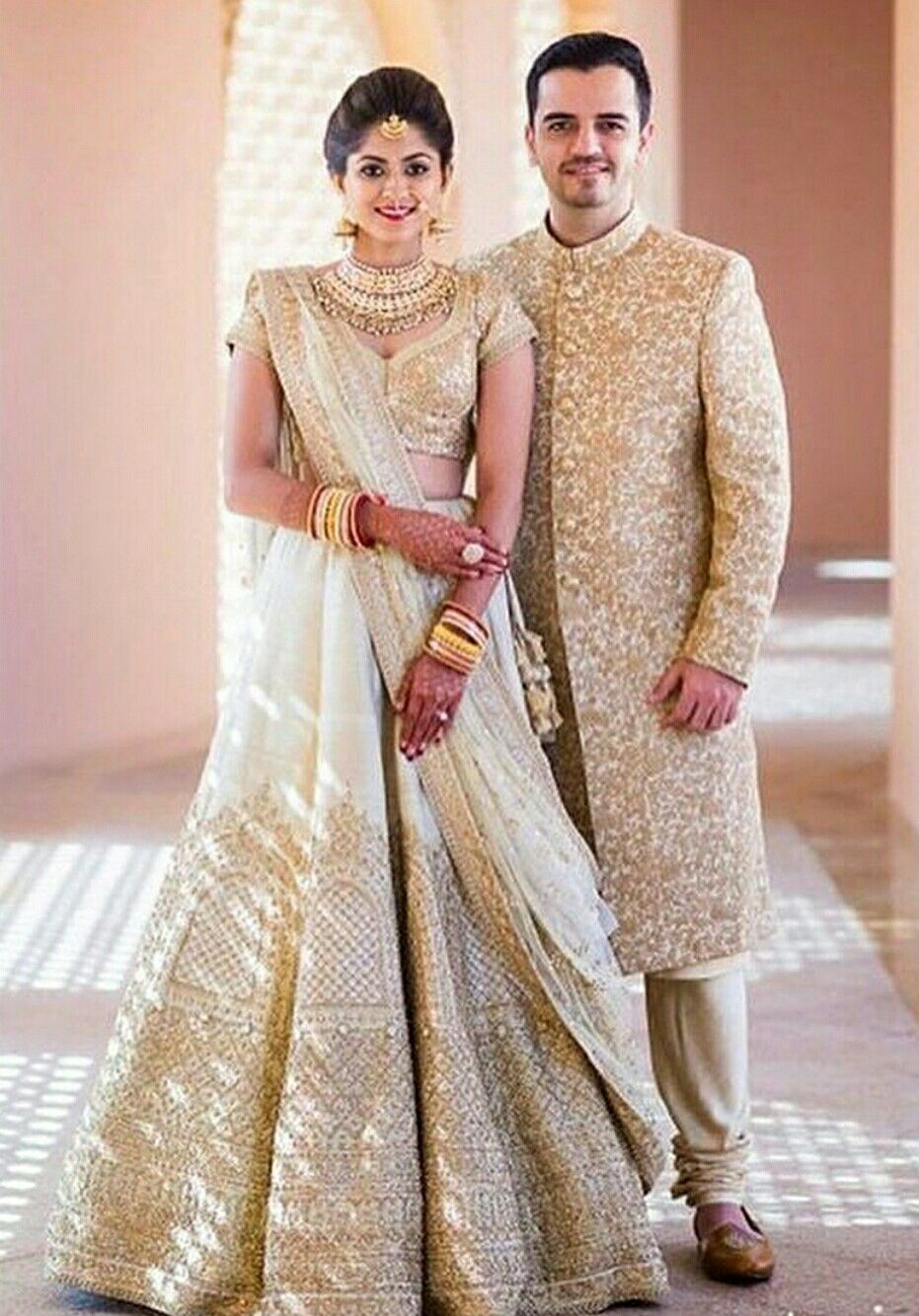 Matching offwhite outfit for bride and groom in 2019