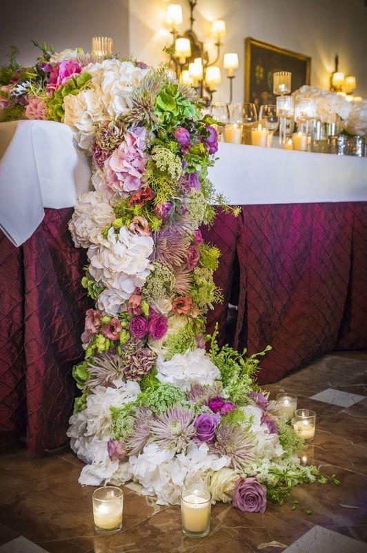 Centro flores en cascada centros pinterest - Decoraciones para bodas sencillas ...