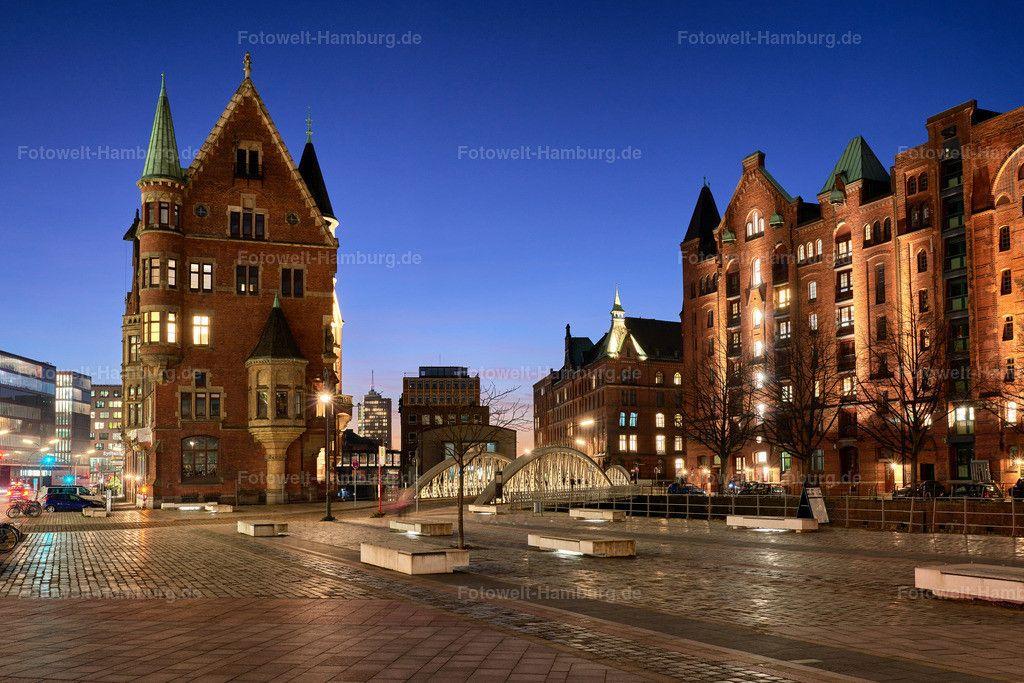 Blaue Stunde Am St Annenplatz Hamburg Speicherstadt Hafen City Fotoleinwand Hamburg