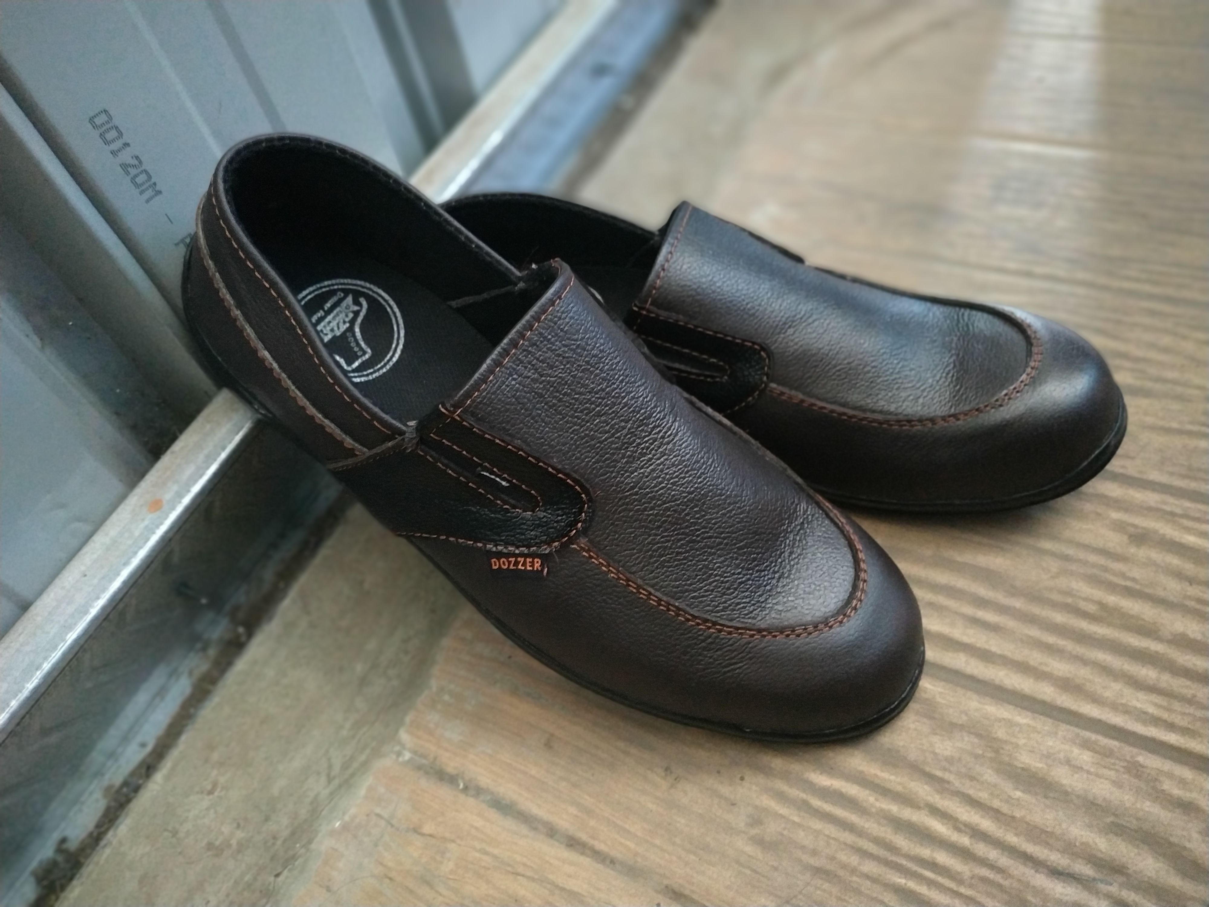 (Dengan gambar) Sepatu, Surabaya