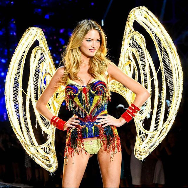 Picture : @swarovski Still cant get over this stunning look from @marhunt #tgif #friday #happyfriday #friyay #tbt #vsfs #vsfs2015 #vsfashionshow #vsfashionshow2015 #victoriassecretfashionshow #victoriassecret #vsangel #marthahunt #swarovski #fashion #style #model #beautiful #elegant #vergician