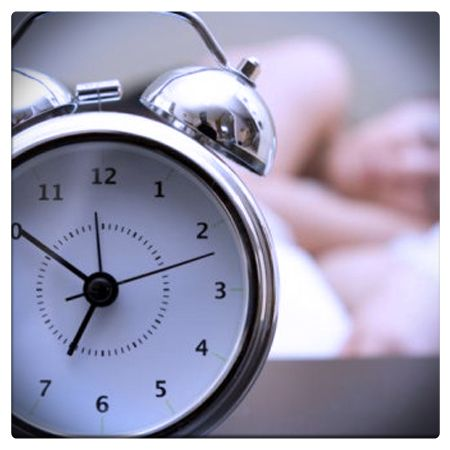"""La regolarità è la prima delle buone abitudini:  scegliere di andare a dormire ed alzarsi sempre alla stessa ora aiuta il nostro """"orologio biologico"""" a funzionare meglio e ci garantisce un sonno senza disturbi.  #blog #gestiquotidiani #benessere #riposo #sonno #dormire #qualitàdellavita"""