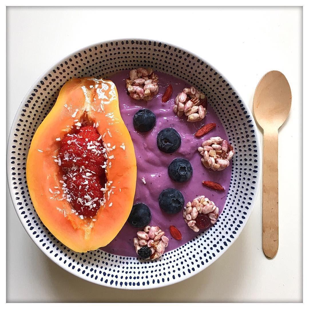 Post workout bowl  Today's training was 50 min of cardio (elliptical) and now breakfast!  Después de 50' min de elíptica un buen desayuno para empezar el día!! by real_and_not_perfect