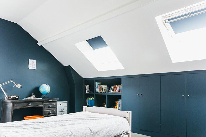 Nuances de bleu style industriel d co chambre - Peindre une chambre mansardee en 2 couleurs ...