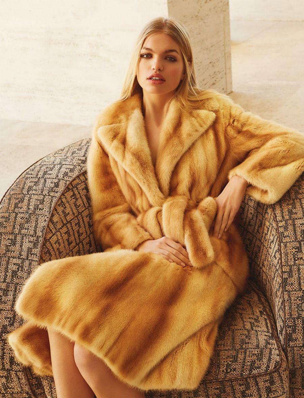 photo Daphne Groenveld by Agata Pospieszynska for Harper's Bazaar Rusia March 2019 modern collection