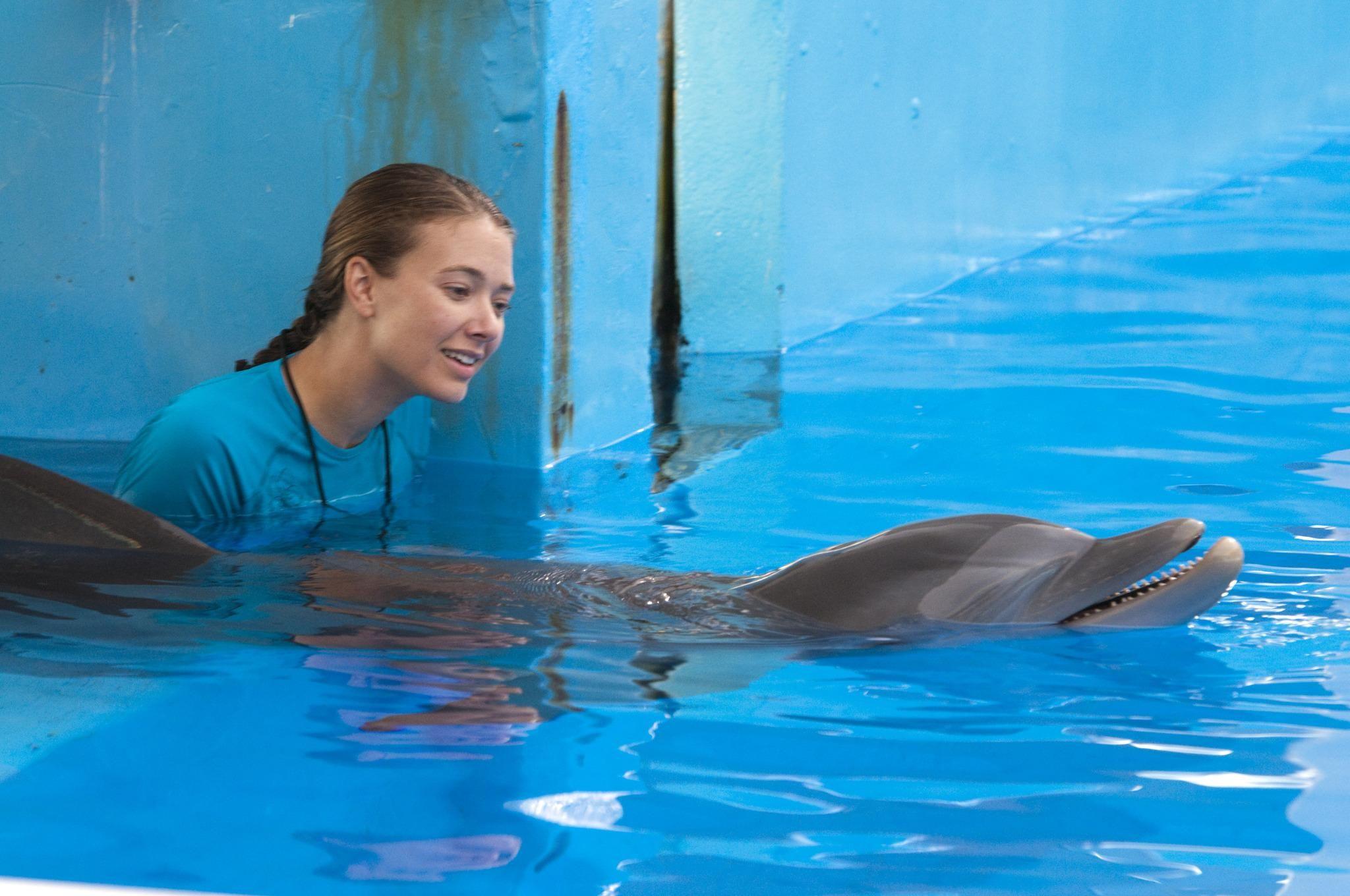 Still of Austin Highsmith in Dolphin Tale (2011) http