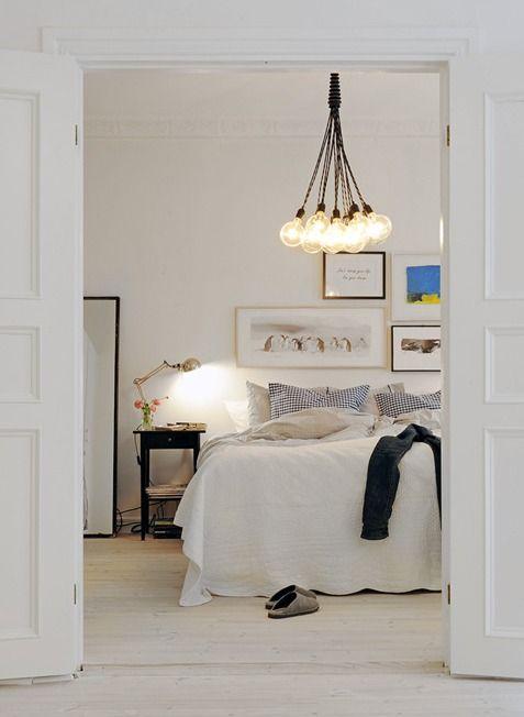 que bonito queda el dormitorio decorado con cable textil para iluminar