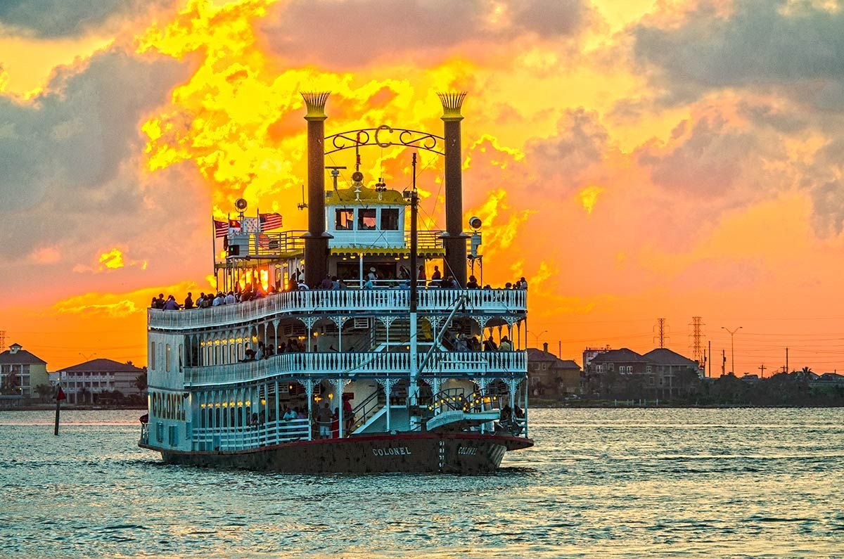 Moody Garden Colonel Paddlewheel Boat; Photo: Galveston Island CVB