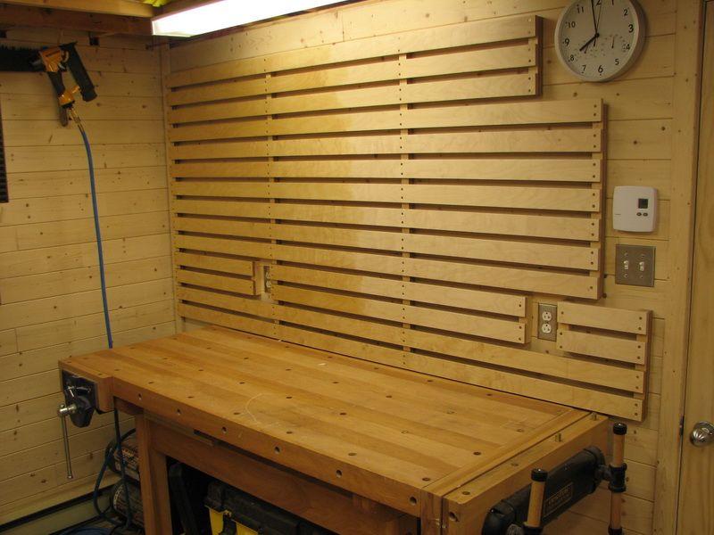 bonjour un petit tuto sur le rangement efficace des outils au mur dans un atelier j 39 ai trouve ca. Black Bedroom Furniture Sets. Home Design Ideas