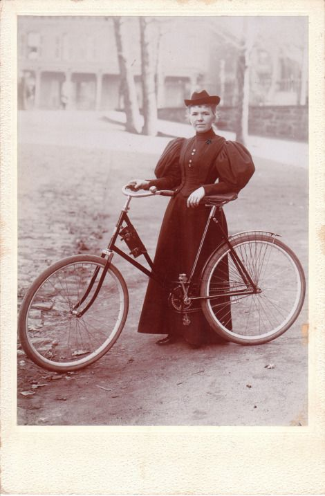 Long Dress And Bicycle This Lady Needs One Of Those Newfangled Bloomer Cycling Outfits Bicycle Photography Bicycle Vintage Bicycles