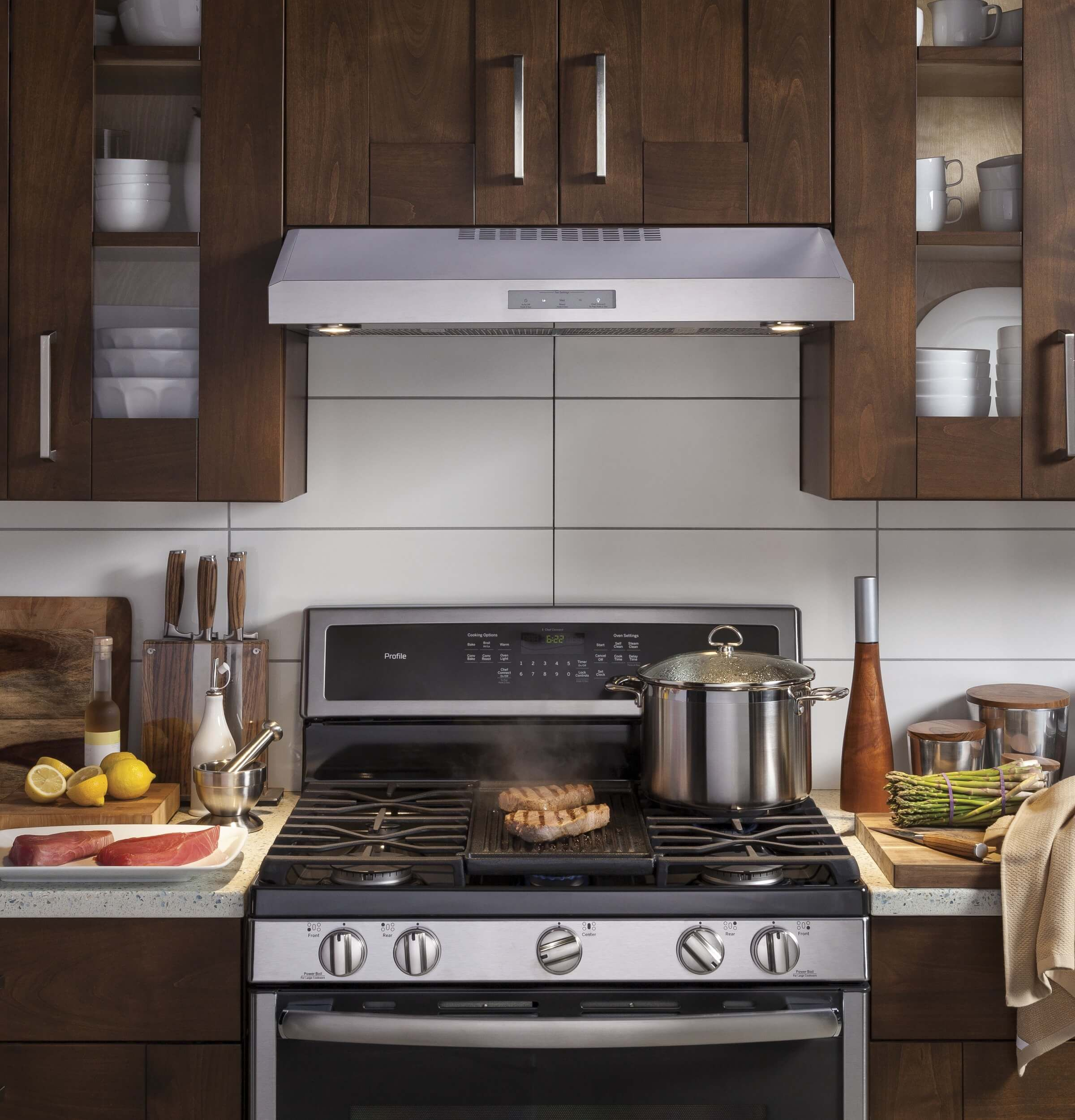 Picking Out The Perfect Appliances At Best Buy With The Best Selection Kitchen Range Hood Stove Range Hood Kitchen Hood Design