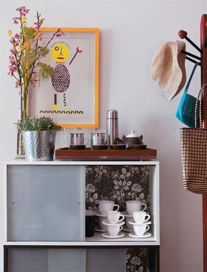 revestir fundo do movel amarelo da cozinha....